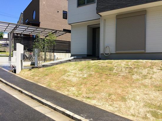 奈良市外構 法面芝生