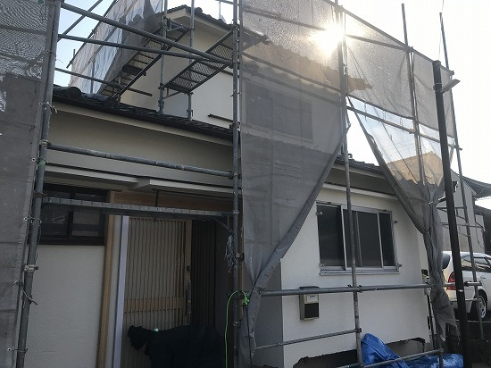 奈良市にて吹付塗装工事中画像です。