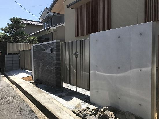 奈良市にてRC風塗装の門柱仕上がりです。